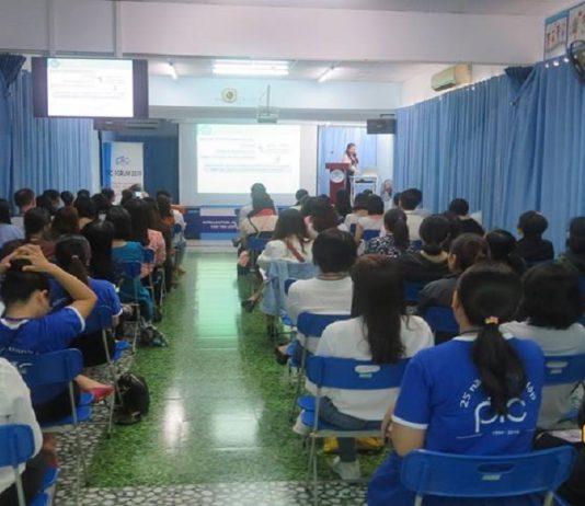 Lớp học tại trung tâm tiếng Anh PTC